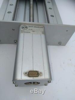 Linearantrieb mit gelagerter Linearführung und Schrittmotor, Isel / Isert